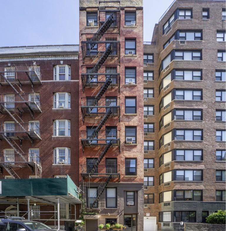 57%20w%2010th%20street%20cushman%20%26%20wakefield%20propertyidx%20multifamily%20for%20sale